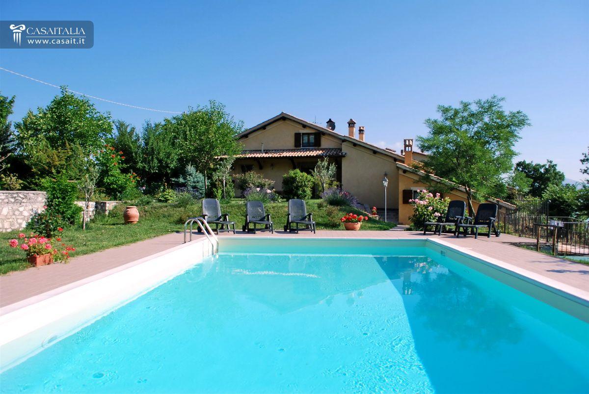 Villa con piscina in vendita a spoleto - Ville in vendita con piscina ...