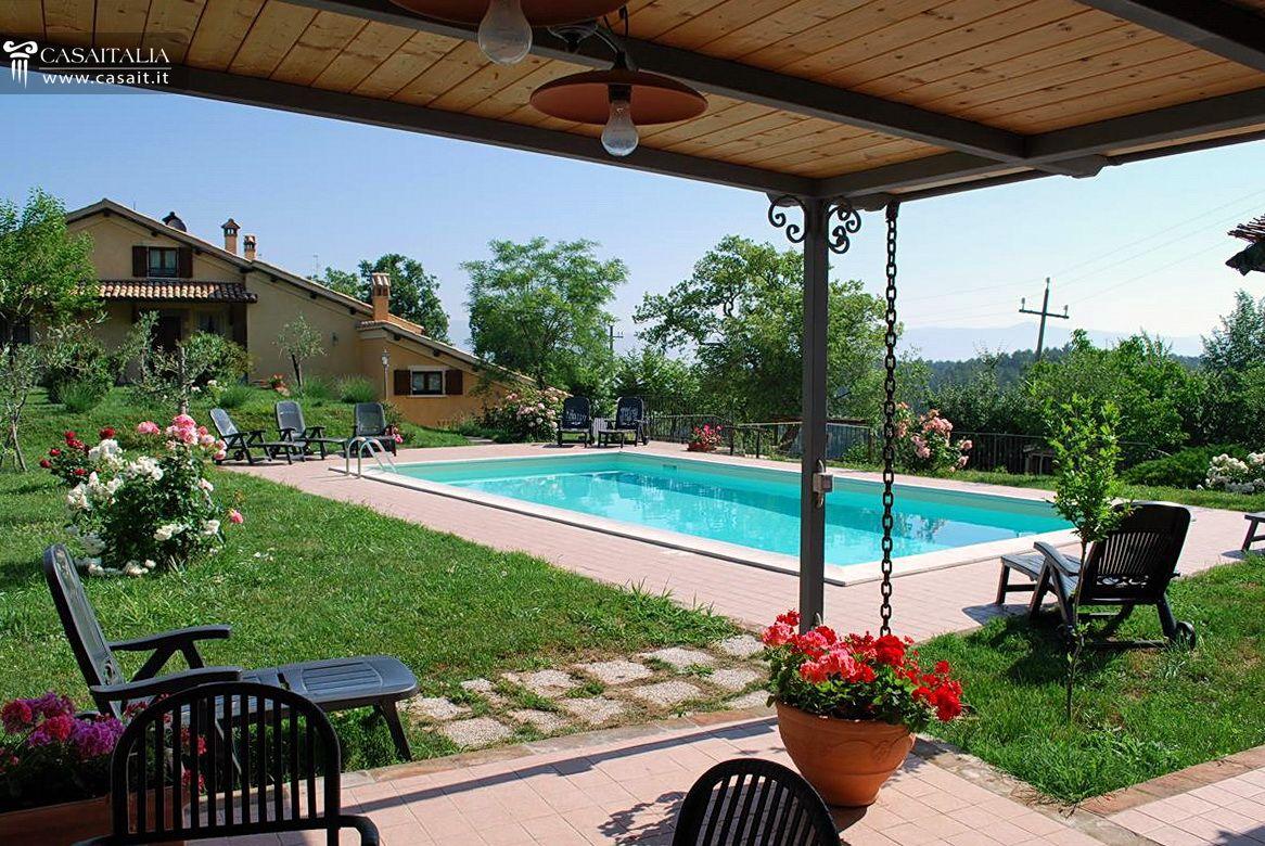 Villa con piscina in vendita a spoleto - Hotel con piscina umbria ...