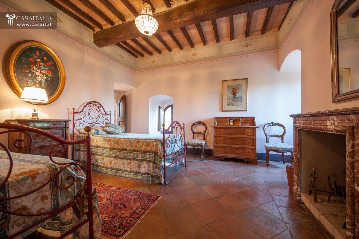 Castello in vendita a todi - Letto a castello roma ...
