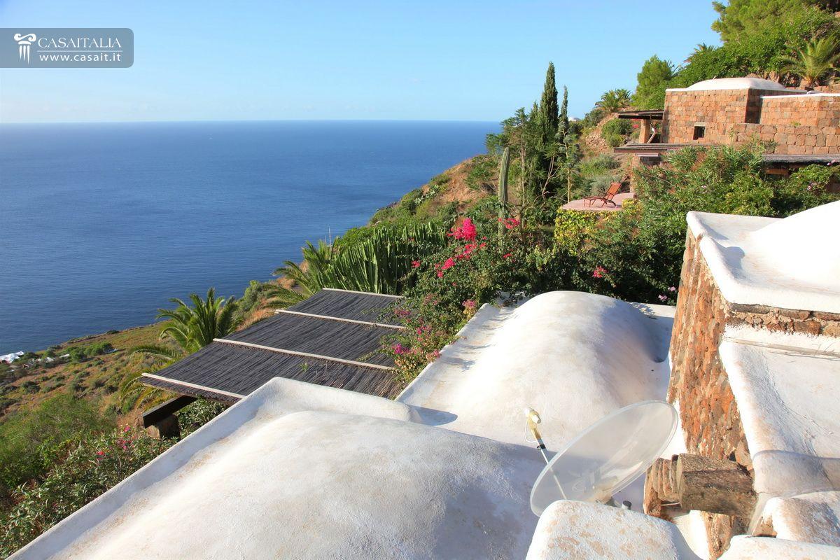 Pantelleria balata dei turchi dammuso in vendita - Dammusi con piscina pantelleria ...