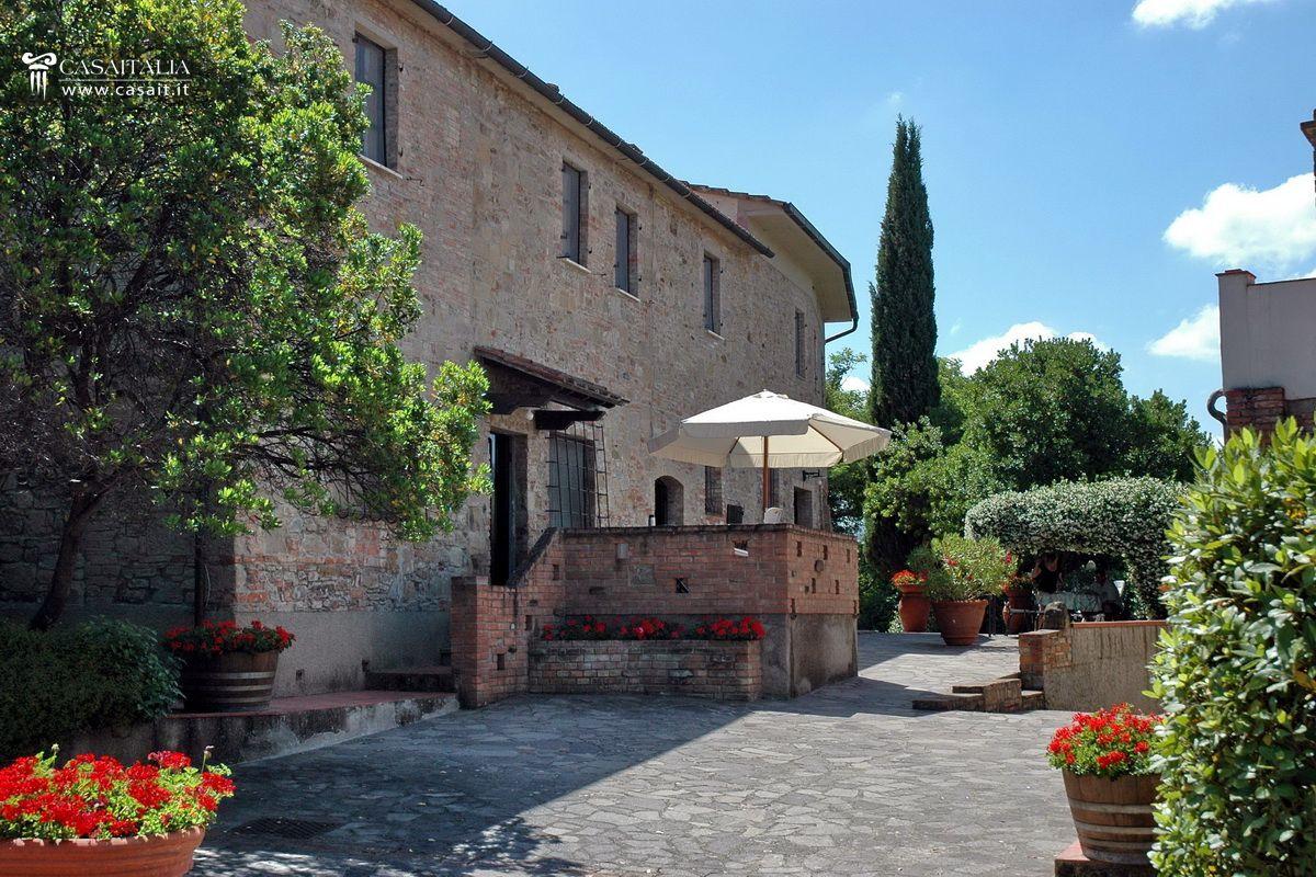Matrimonio Azienda Vinicola Toscana : Castelli e borghi in vendita italia
