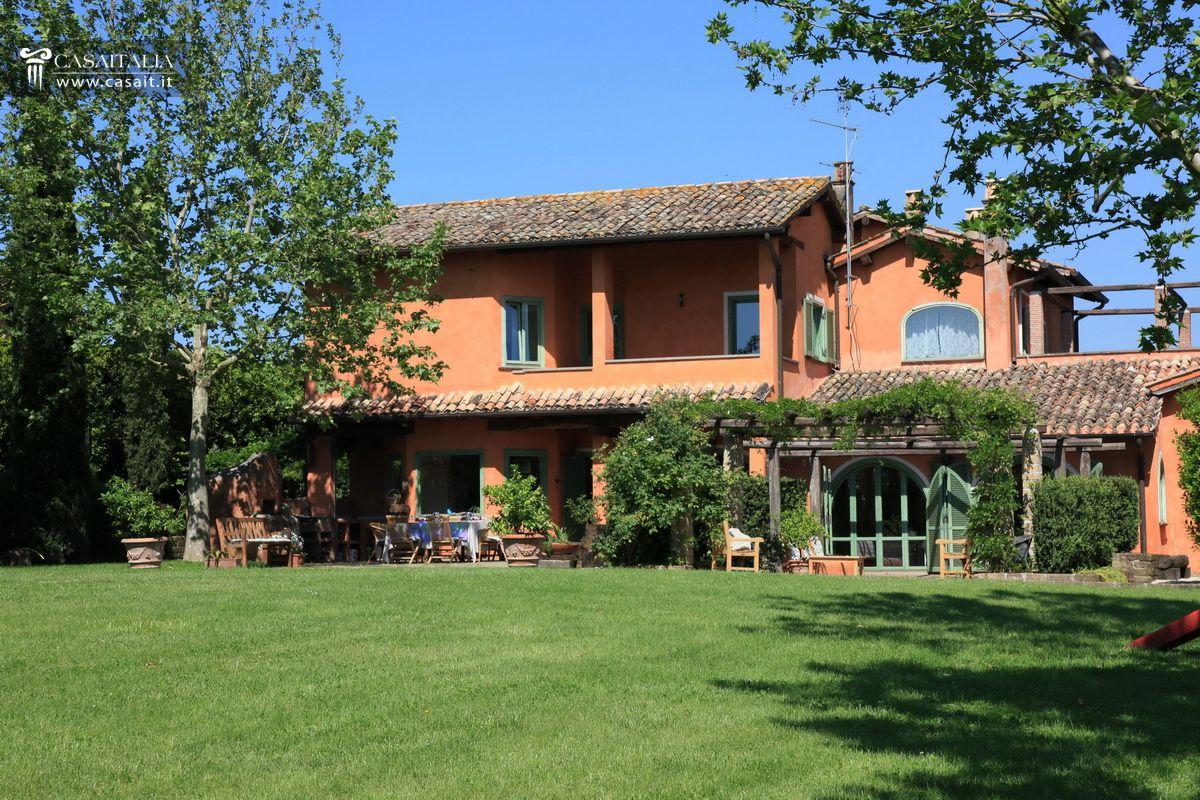 Roma olgiata vendita lussuosa villa con piscina for Lusso home