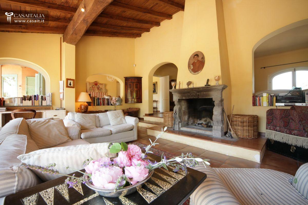 Roma olgiata vendita lussuosa villa con piscina for Garage prefabbricato con costo dell appartamento