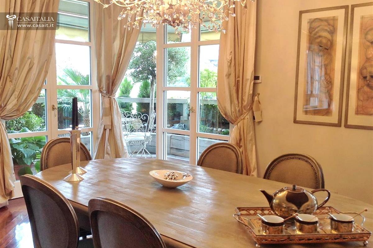 Milano vendita appartamento di lusso con terrazzo for Case in vendita milano centro