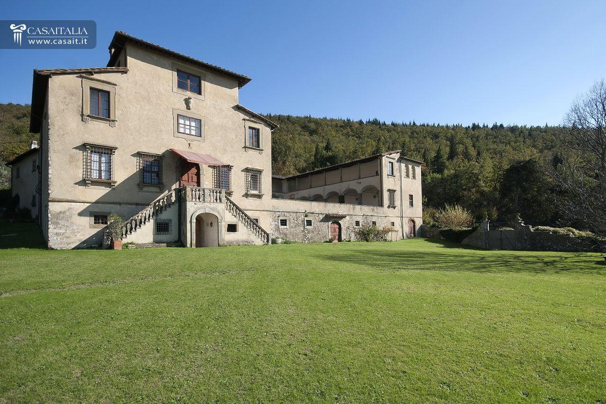 Villa storica in vendita vicino firenze for Villas firenze