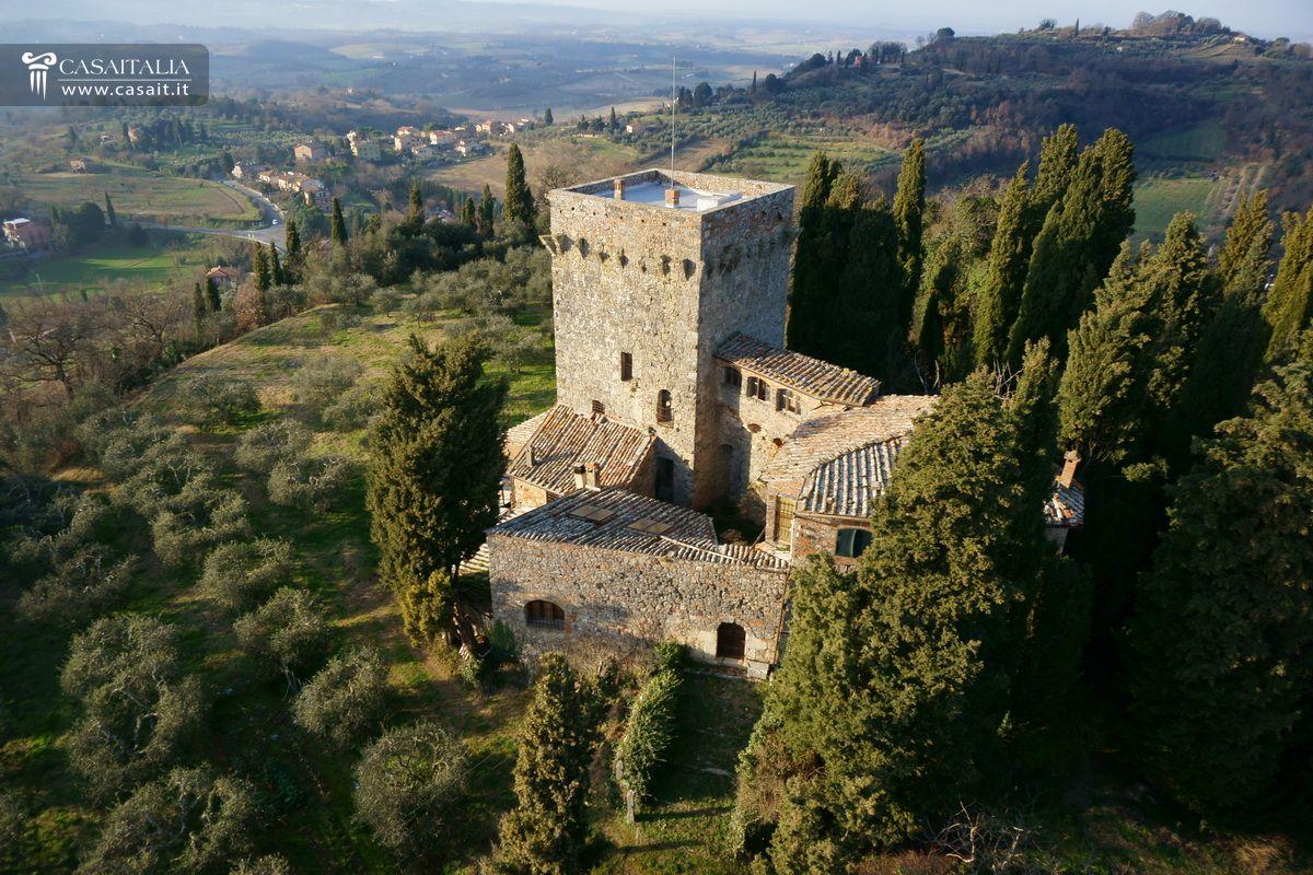 Toscana antico palazzo storico con giardino in vendita a for Piani di coperta chiusi