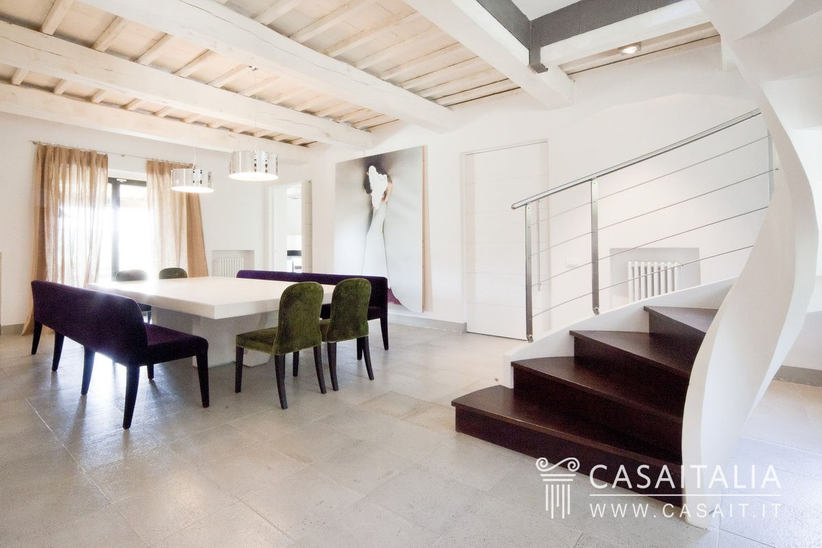 Casale in vendita a todi con piscina for Hotel design umbria