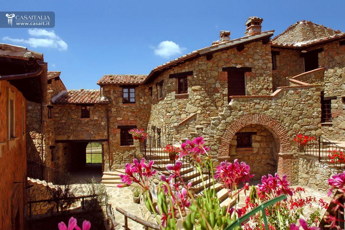 Intero Borgo In Vendita In Umbria