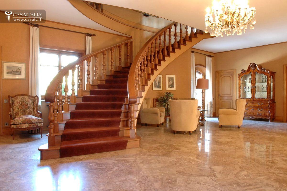 Lazio terracina vendita villa di lusso sul mare for Grandi planimetrie per le case
