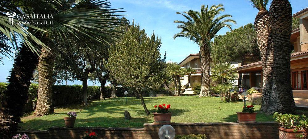 Lazio terracina vendita villa di lusso sul mare for Piani di lusso sul lungomare