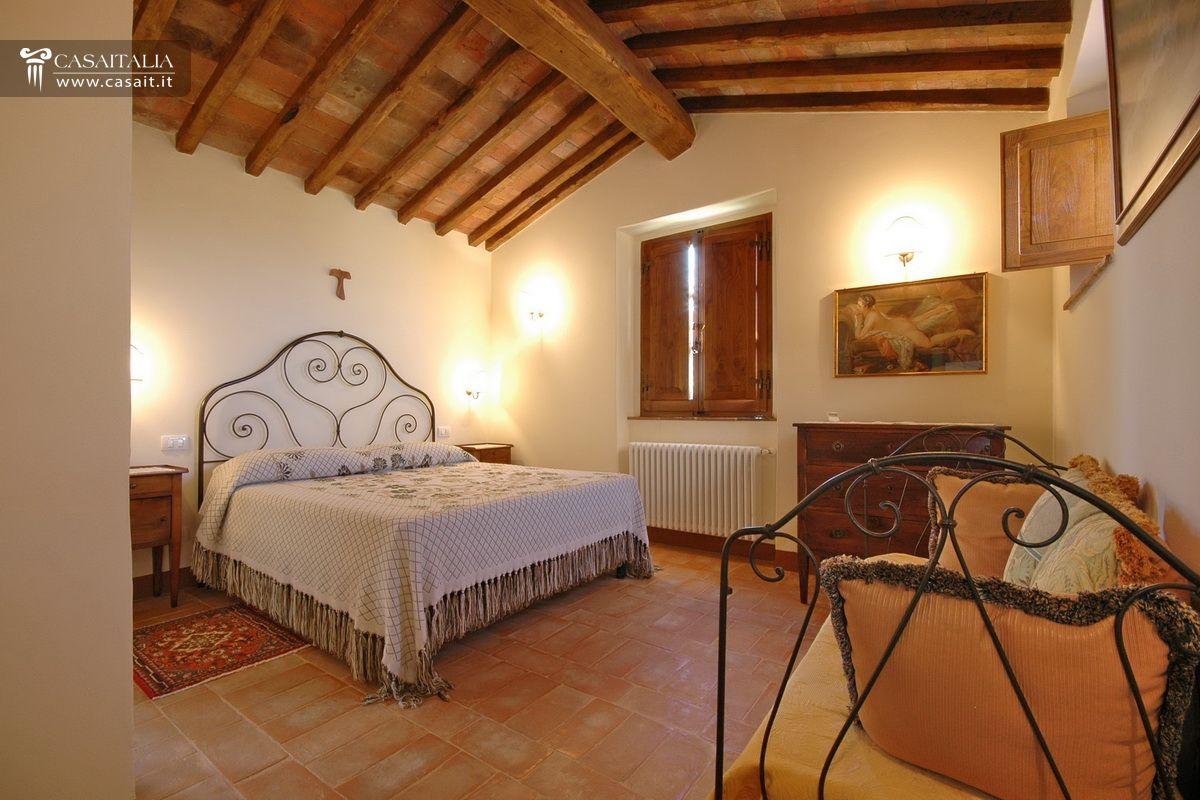 Toscana casale in vendita vicino cortona - Stanze da letto rustiche ...