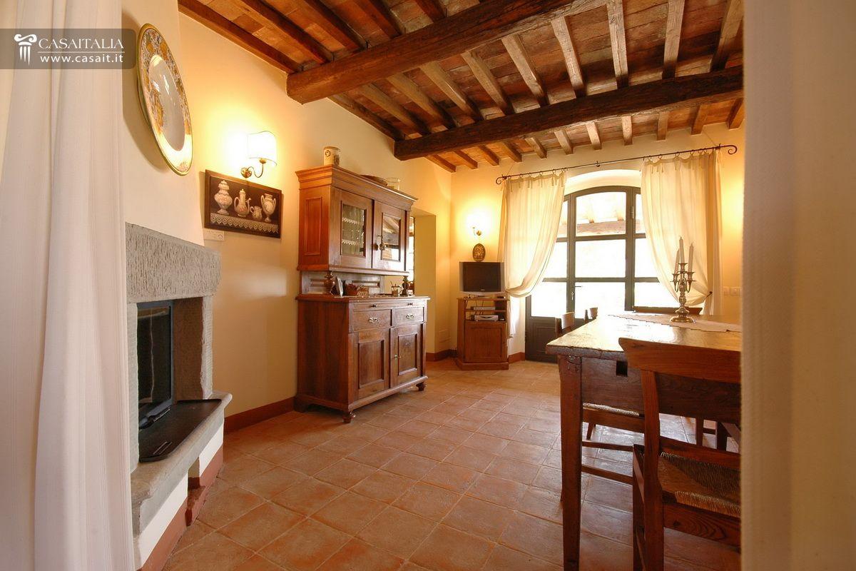 Toscana casale in vendita vicino cortona - Copridivano rustico ...