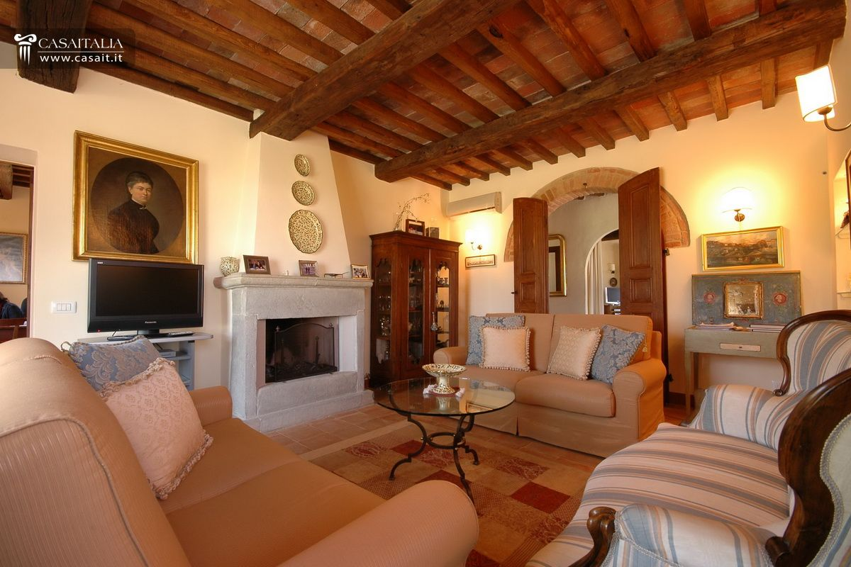 Toscana casale in vendita vicino cortona for Interni ristrutturati