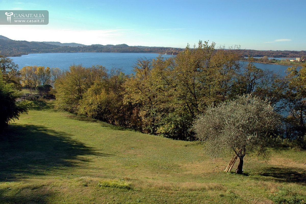 Villa di lusso in vendita vicino al lago di como for Planimetrie vista lago