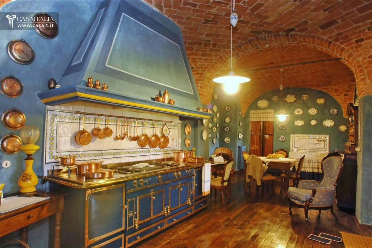 Villa di lusso in vendita in piemonte for Immagini case antiche interni