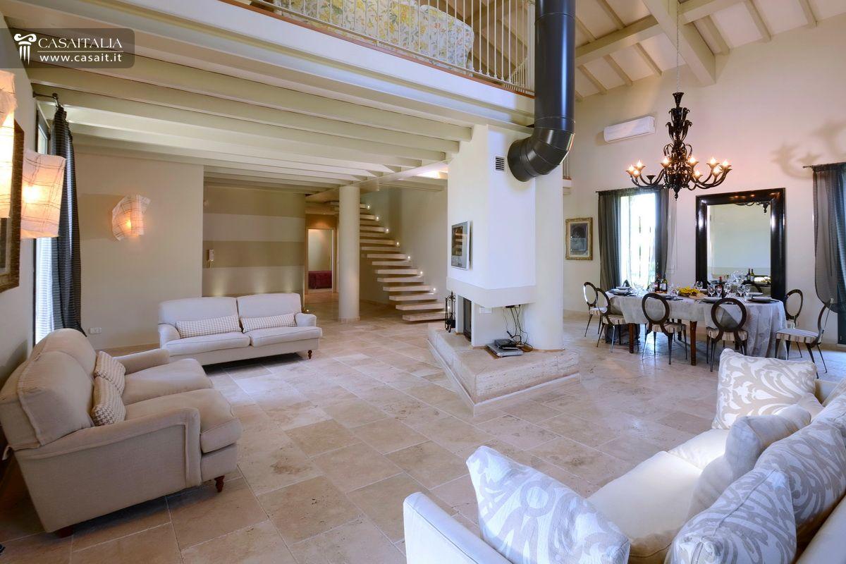 Grosseto vendita villa di pregio a 9 km dal mare for Ville lussuose interni