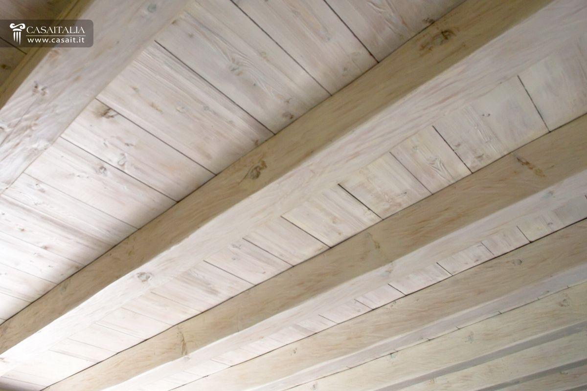 soffitto travi a vista bianco soffitto travi bianche a vista in legno des photos de with ...