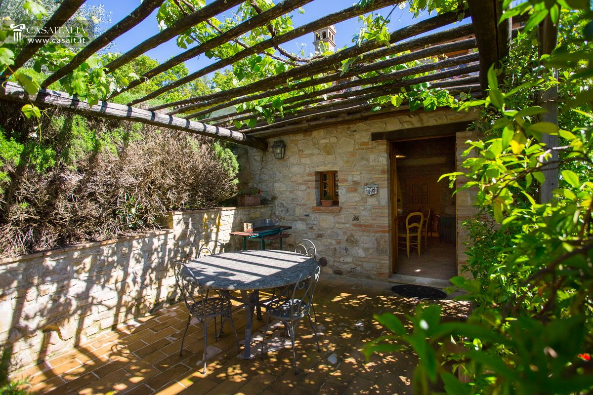 Todi vendita appartamento con giardino e piscina - Affitto appartamento perugia giardino ...