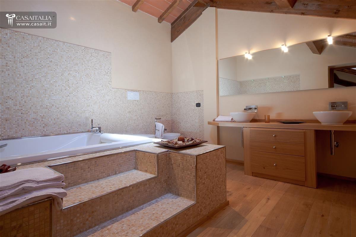 Vasca Da Bagno Con Gradini : Foto bagno con vasca idromassaggio di mapi edilizia generale e