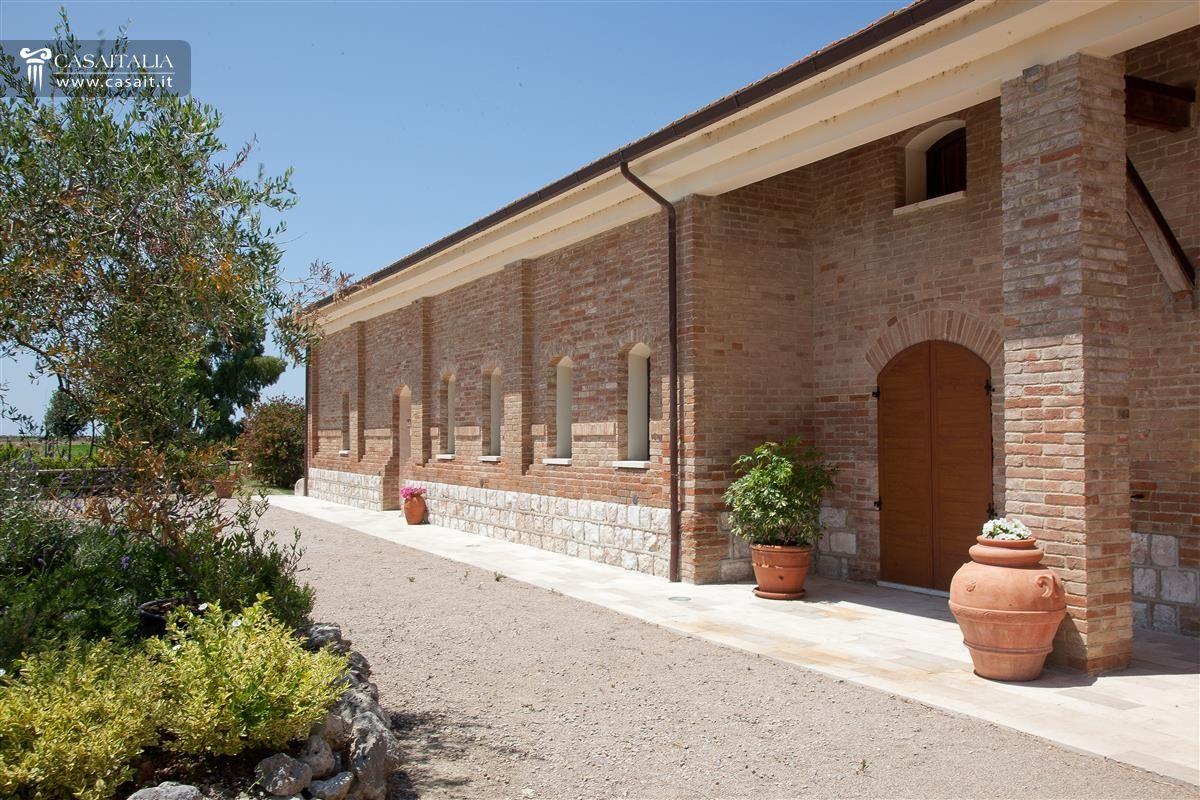 Toscana grosseto vendita villa con terreno seminativo for Colori esterni ville