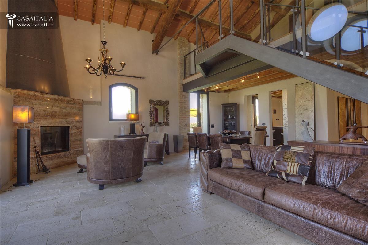 abbastanza Toscana - Grosseto - Vendita villa con terreno seminativo IR56