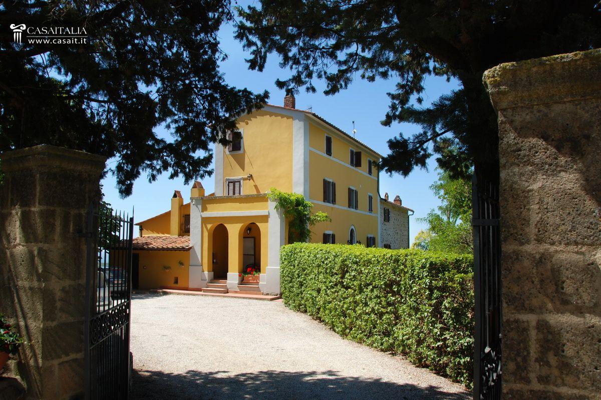 Toscana vendita villa con piscina e uliveto for Planimetrie della villa toscana