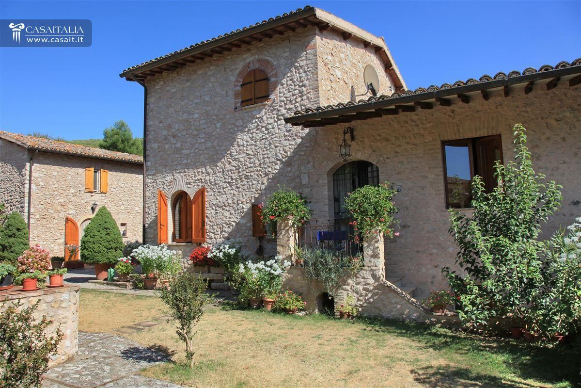 Casale con 4 appartamenti in vendita vicino spoleto - Ristrutturare casale di campagna ...
