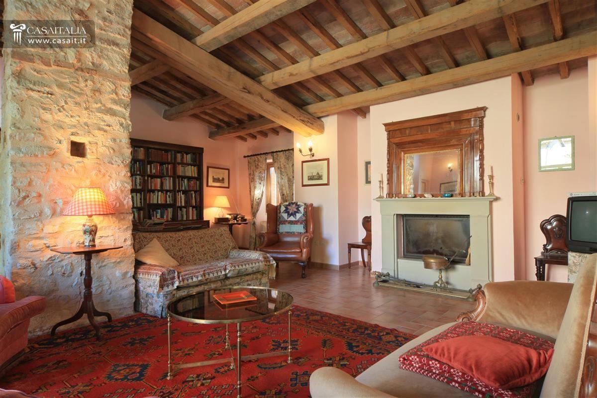 Matrimonio Rustico Umbria : Casale con appartamenti in vendita vicino spoleto