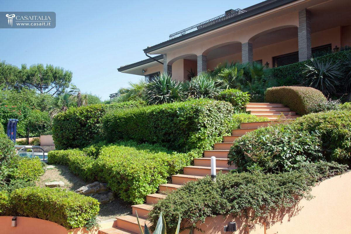 Villa in vendita a riccione - Foto ville con giardino ...
