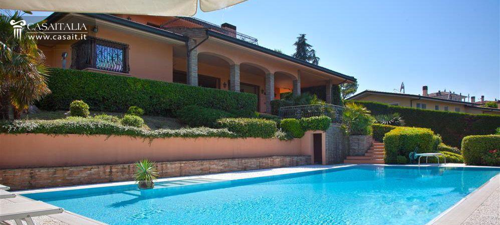 Villa in vendita a riccione for Case in vendita a budoni da privati