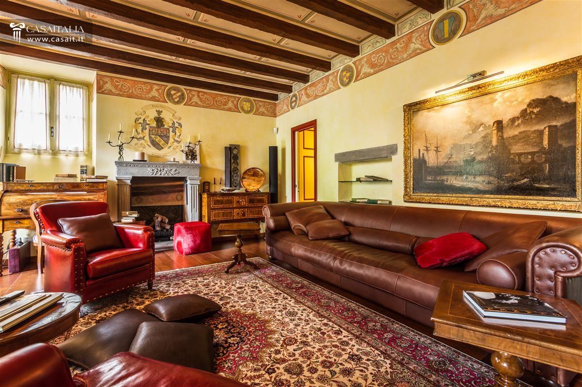 Bergamo alta vendita appartamento lusso for Foto di appartamenti arredati