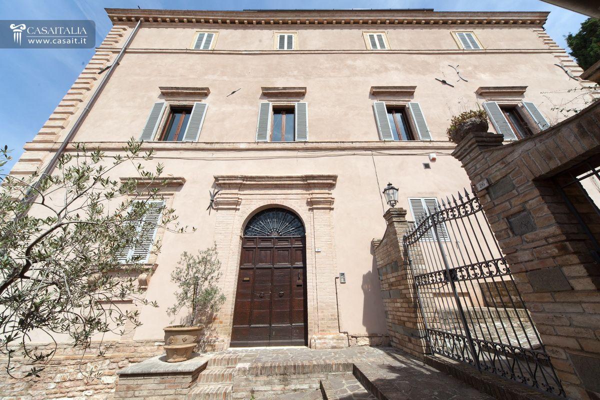 palazzo storico in vendita a spello