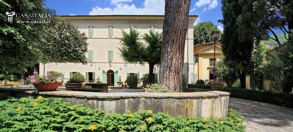 Villa d 39 epoca in vendita a spoleto for Hotel luxury for sale