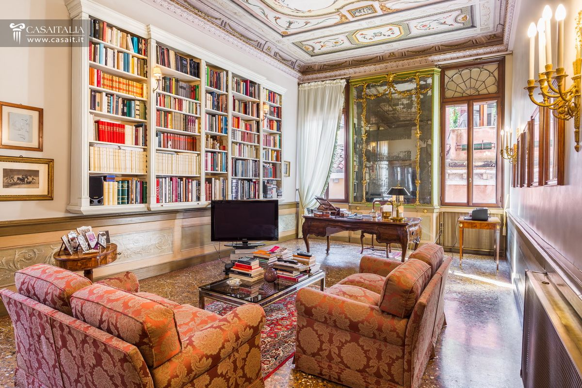 Venezia appartamento in vendita nel centro storico for Foto di appartamenti arredati
