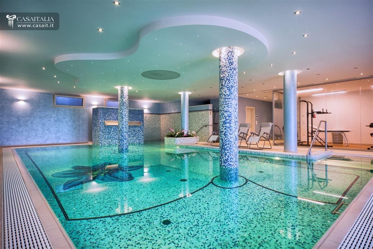 Abruzzo vendita villa di pregio sul mare for Piccoli piani di casa con piscina coperta