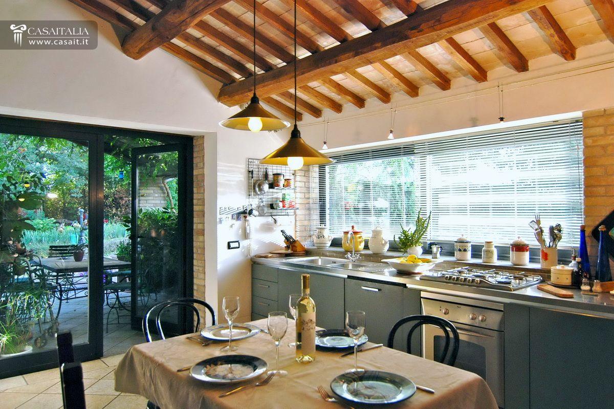 Casale in vendita a orvieto umbria - Cucina in giardino ...