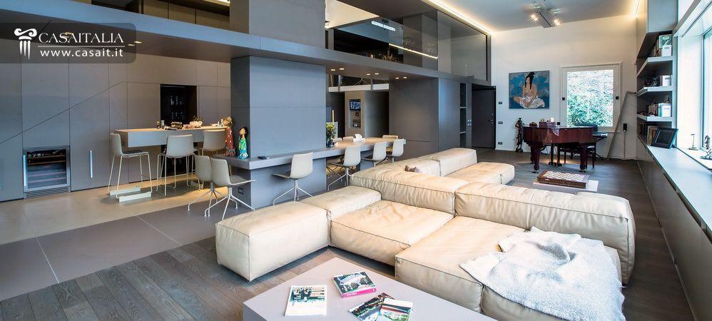 Villa di lusso in vendita sul lago di como for Interni ville moderne nuova costruzione