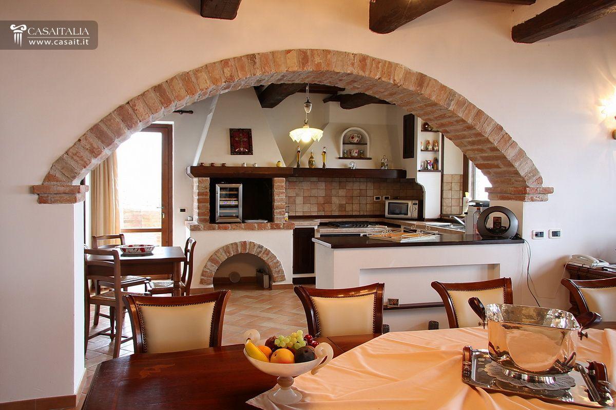 arco tra soggiorno e cucina
