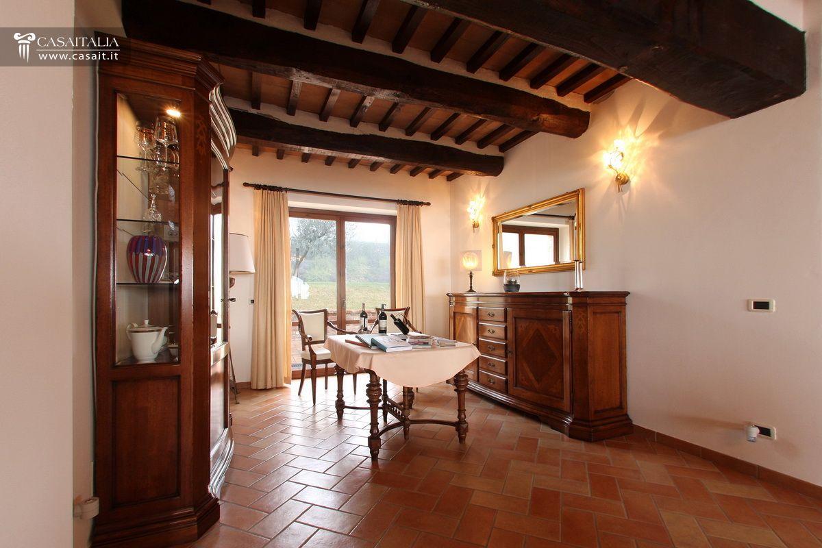 Villa Con Giardino E Piscina In Vendita Tra Umbria E Toscana #2E130A 1200 800 Sala Da Pranzo In Stile Veneziano