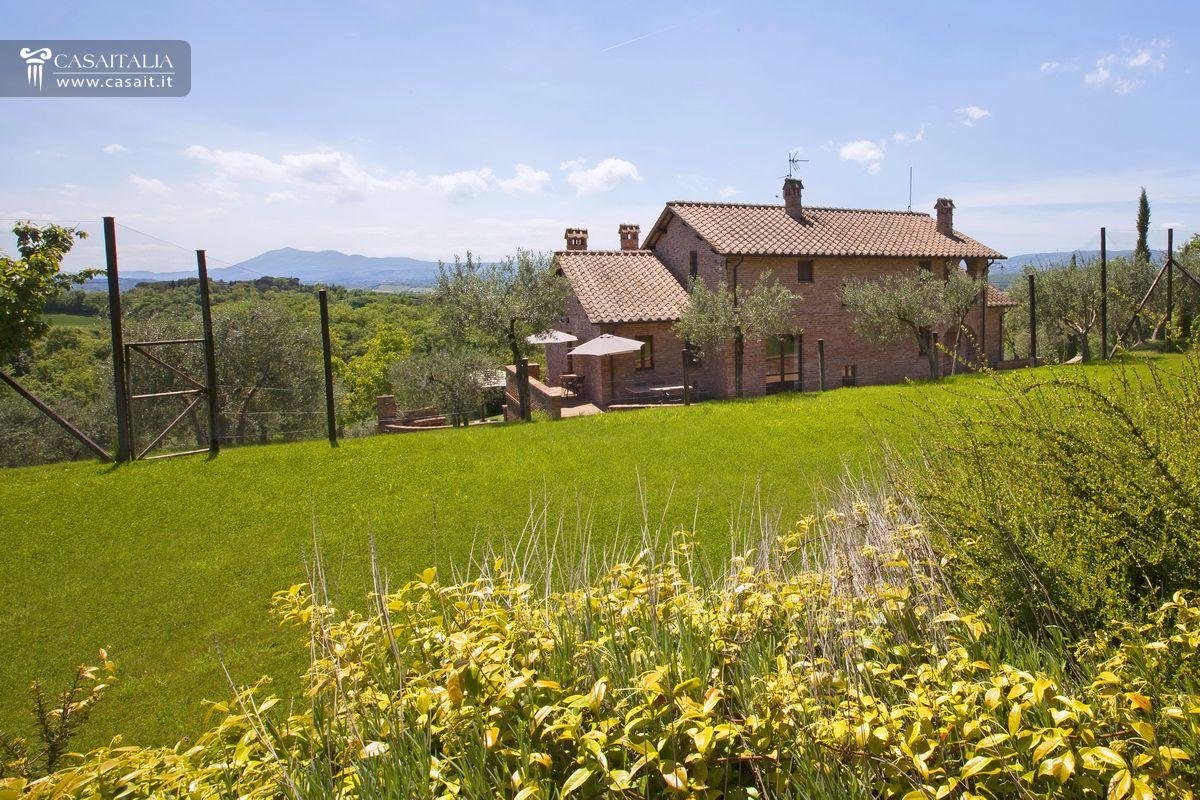Villa con giardino e piscina in vendita tra umbria e toscana for Planimetrie della villa toscana