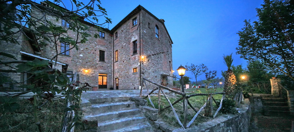 Farmhouse with swimming pool for sale between Assisi and Perugia