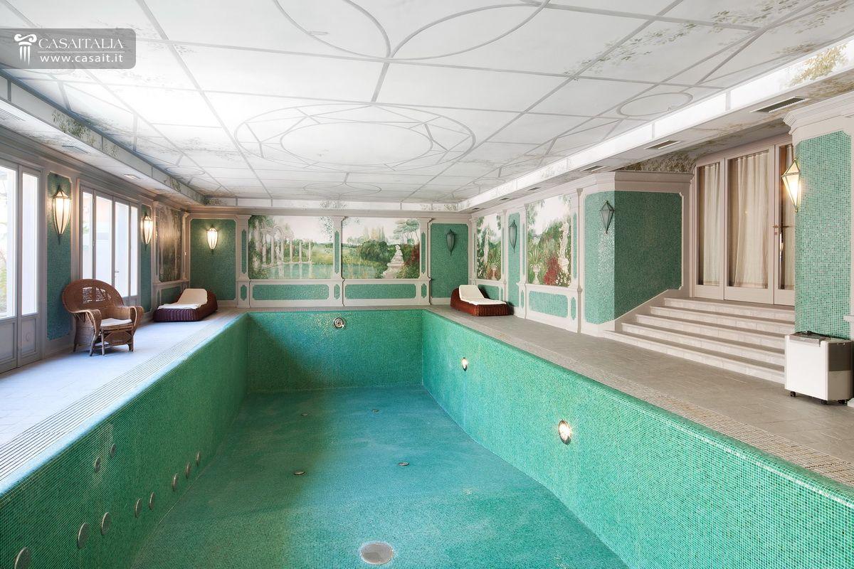 Interesting fabulous villa di lusso in vendita a sasso for Ville moderne con piscina
