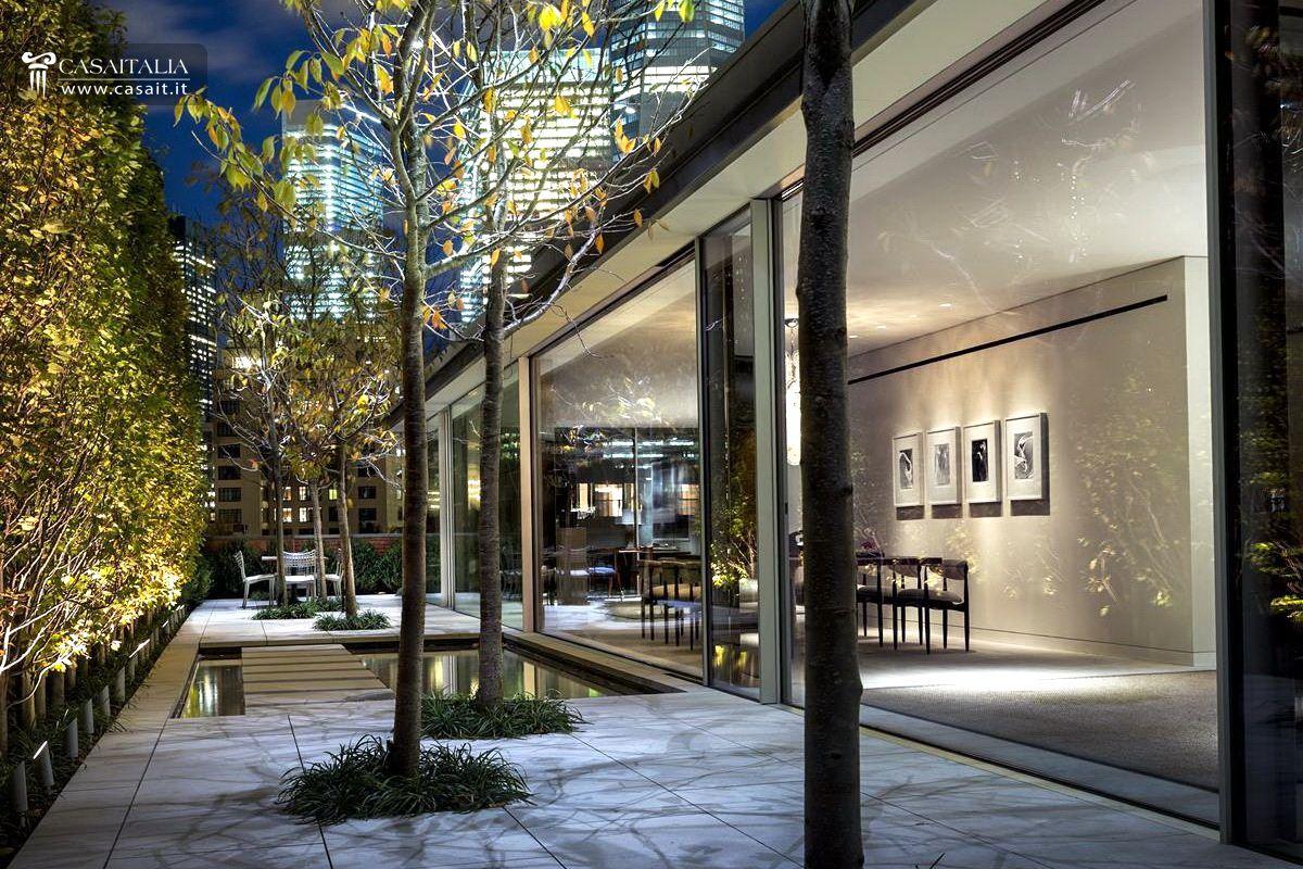 Attico di lusso con terrazzo e piscina in vendita a Tribeca