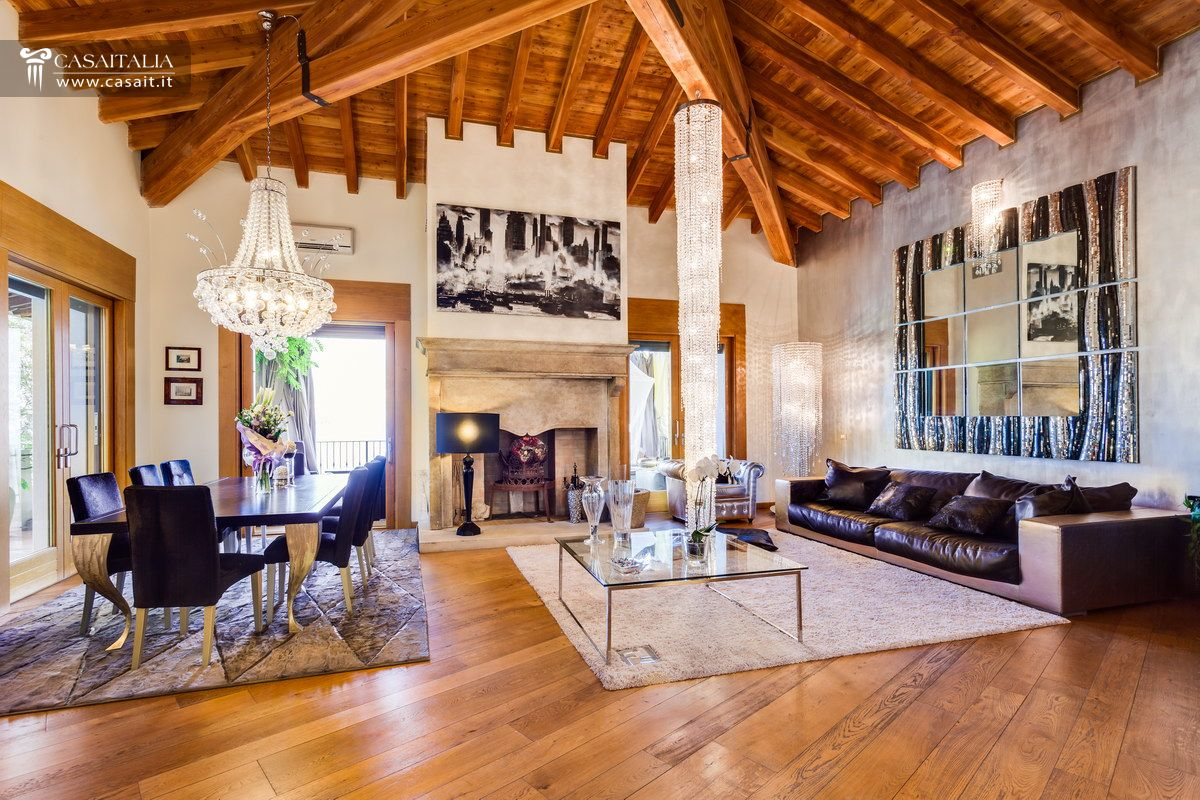 Lago di iseo vendita villa di lusso for Immagini ville di lusso