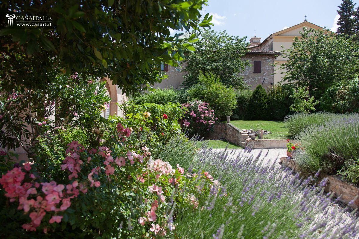 Porzione di villa con giardino e dependance in vendita a trevi for Giardini per ville moderne