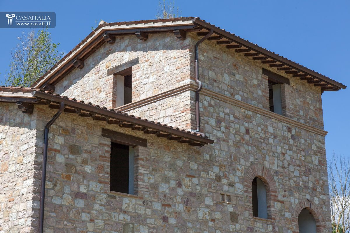 Casale rustico in vendita in umbria - Ristrutturare casale in pietra ...