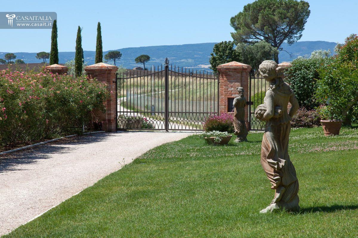 Villa in vendita in nuda propriet tra umbria e toscana - Giardini per ville ...