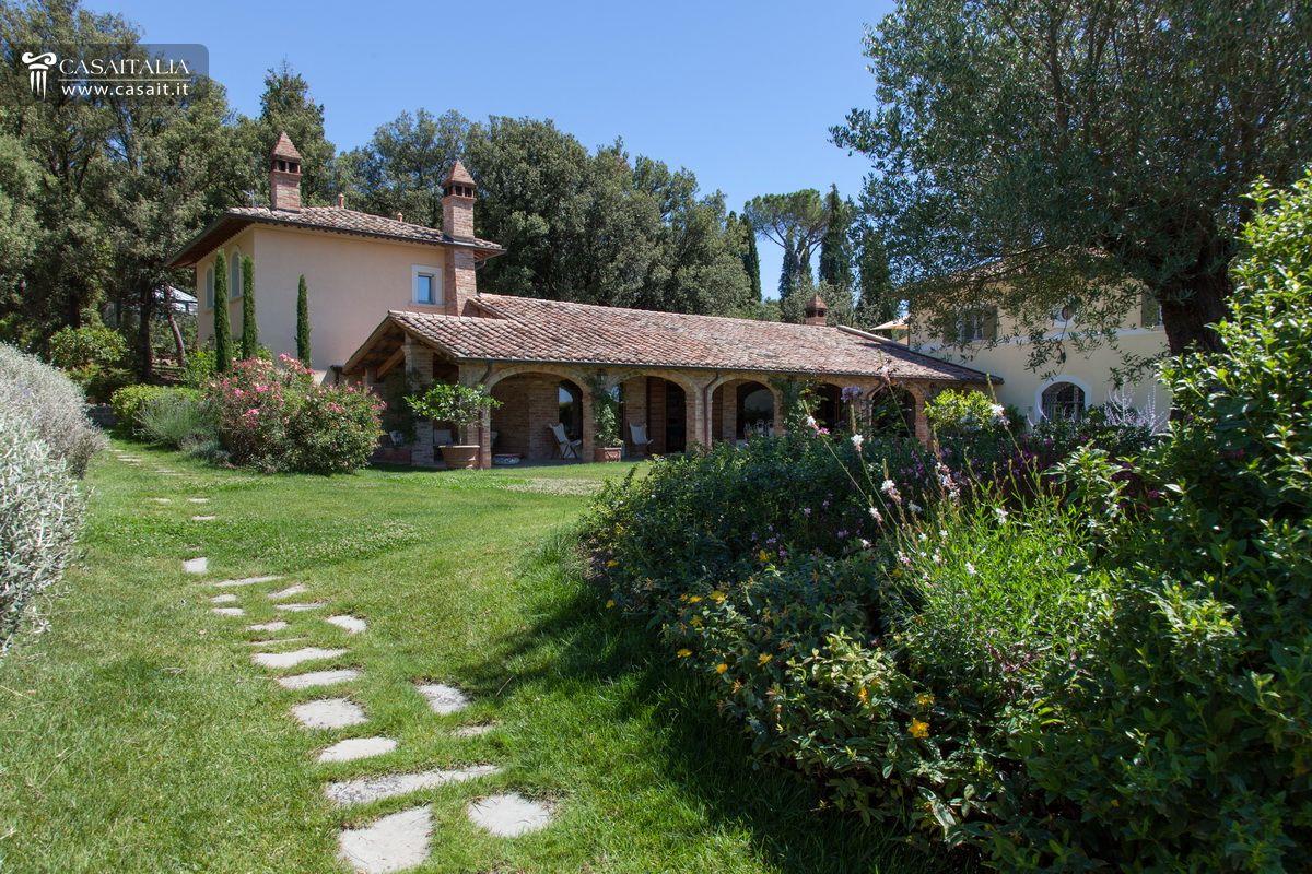Villa in vendita in nuda propriet tra umbria e toscana - Immagini case belle esterno ...
