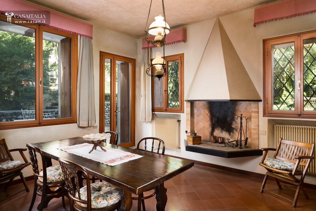 Villa d 39 epoca con parco in vendita a marostica - Camino in cucina ...