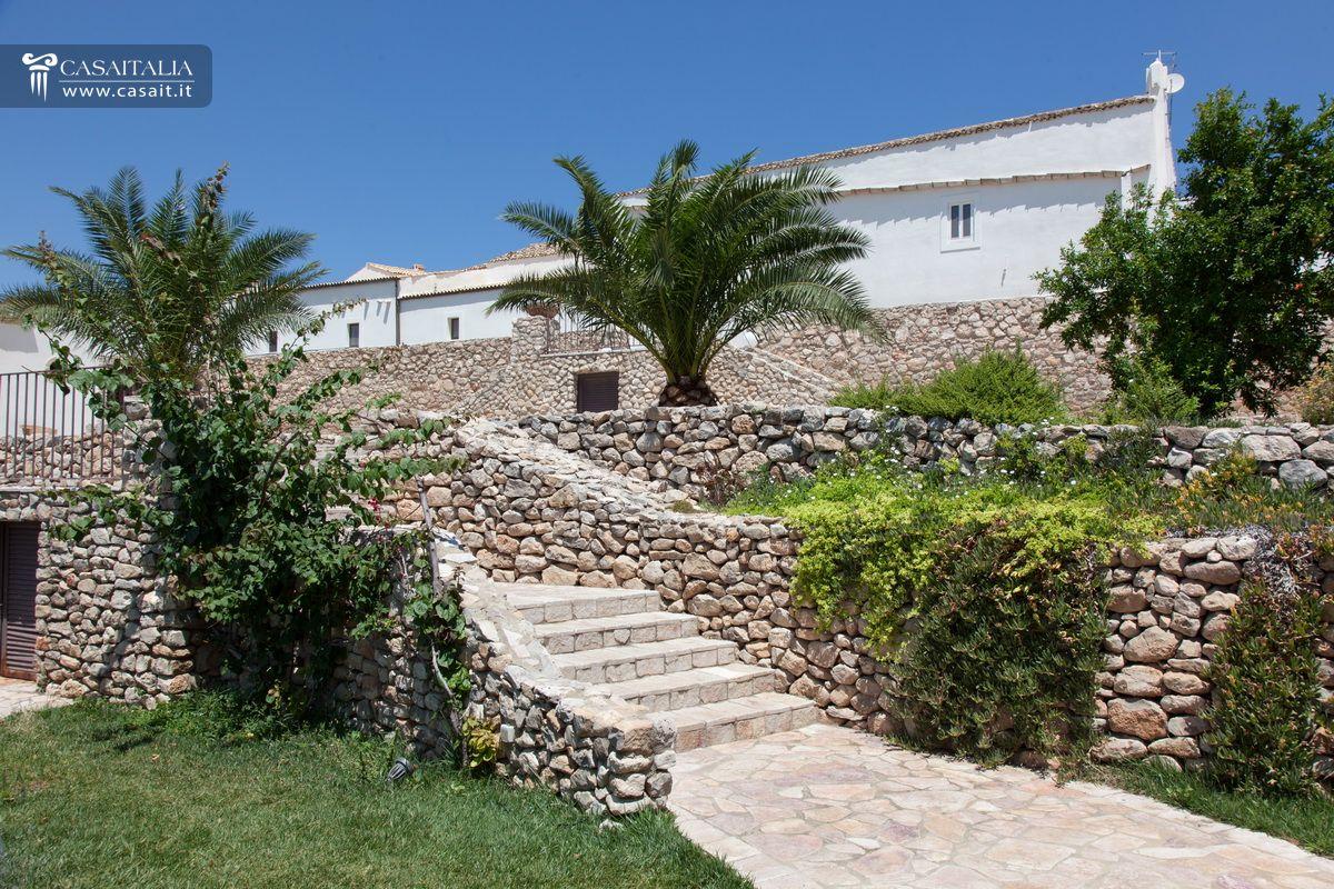 Antica Masseria Con Uliveto Secolare In Vendita In Puglia